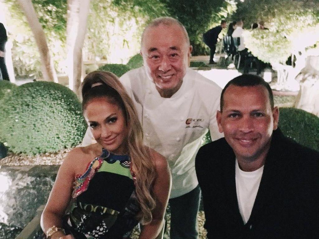 Sering Makan Bareng, Ini Kemesraan J.Lo dan Alex Rodriguez Usai Bertunangan