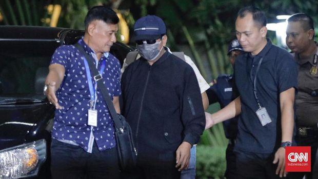Ketua Umum PPP Romahurmuziy dibawa tiba di gedung KPK setelah sebelumnya tertangkap dalam operasi tangkap tangan (ott) terkait dugaan korupsi jual jabatan di kementrian agama. jakarta, jumat, 15 maret 2019.