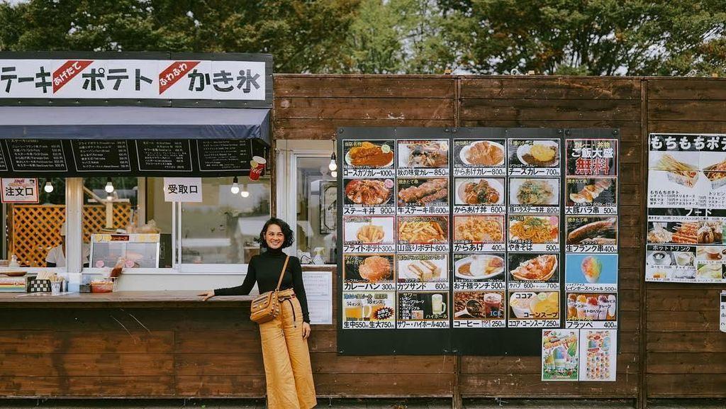 Keseruan Andien Hingga Syahrini Saat Kulineran di Negeri Sakura