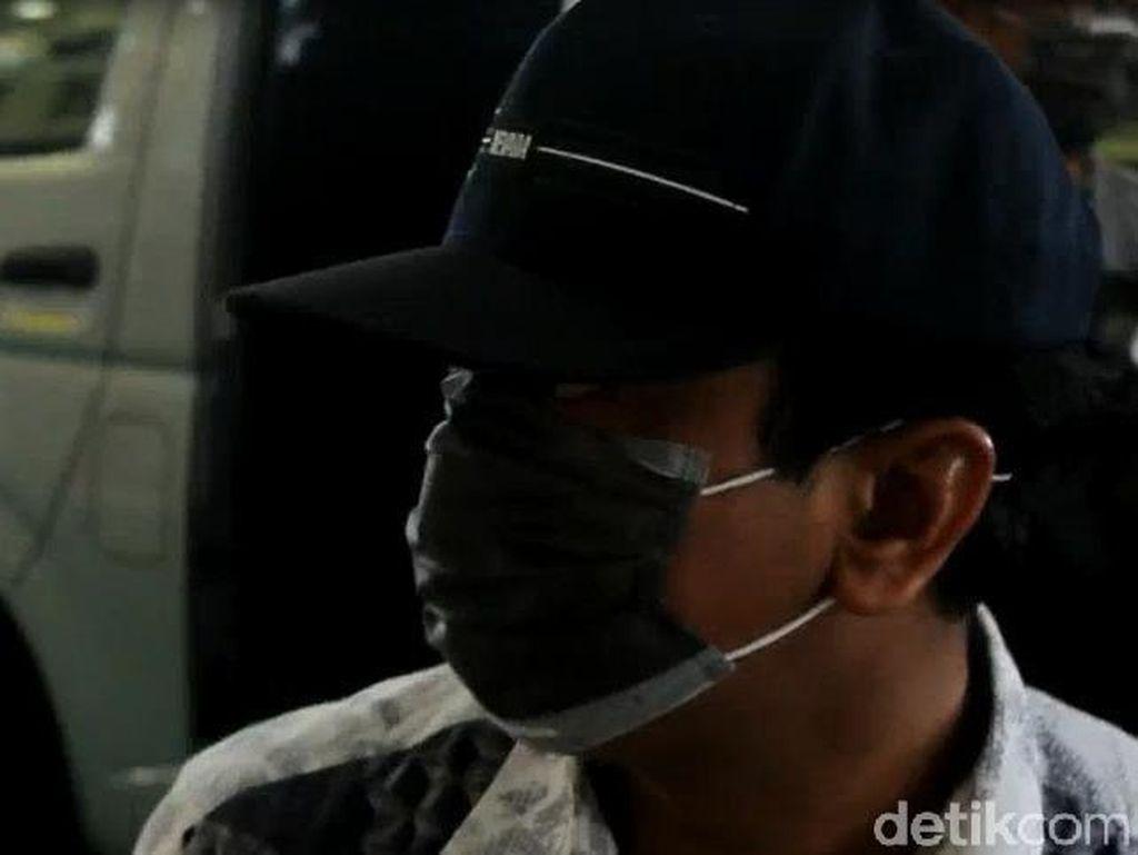 Penampakan Ketum PPP Rommy Sebelum Diterbangkan ke Jakarta