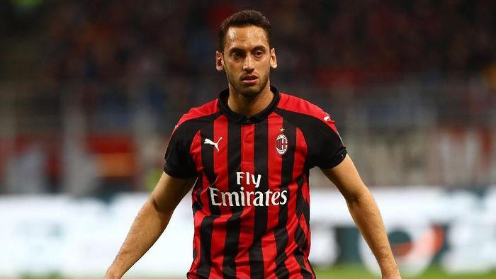 Hakan Calhanoglu tak sabar menanti Derby Milan. (Foto: Marco Luzzani/Getty Images)