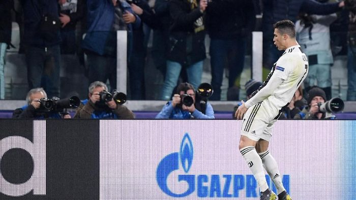 Aksi selebrasi selangkangan Cristiano Ronaldo saat hadapi Atletico Madrid (Alberto Lingria/REUTERS)