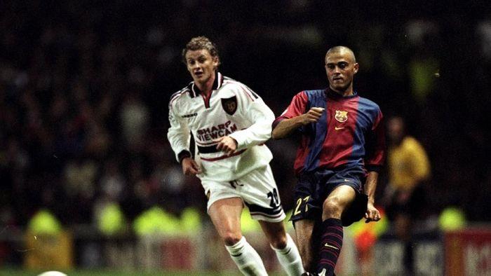 Ole Gunnar Solskjaer saat jadi pemain Manchester United menghadapi Barcelona (Clive Brunskill /Allsport)