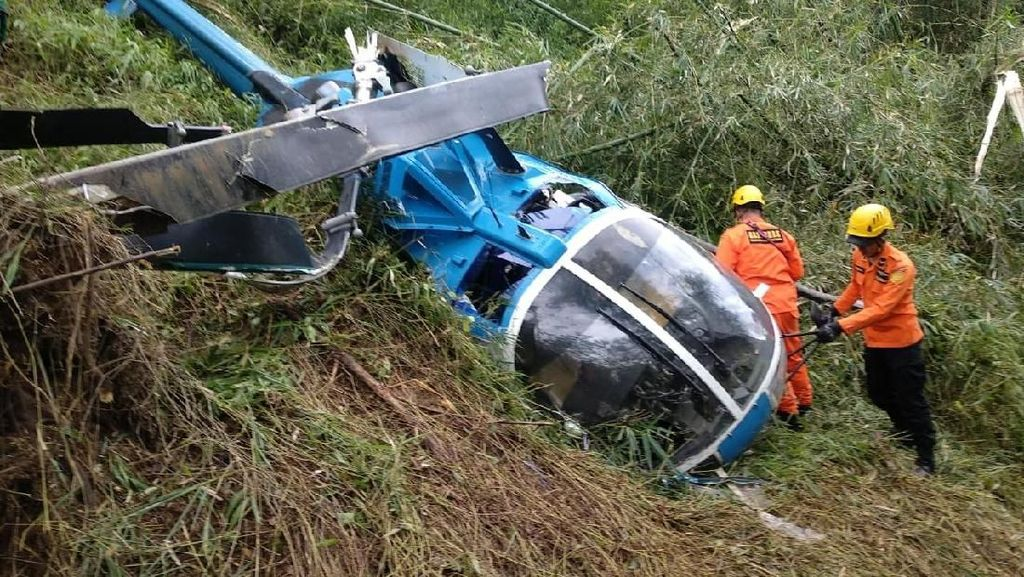 Foto: Potret Helikopter Jatuh di Desa Jayaratu Tasikmalaya
