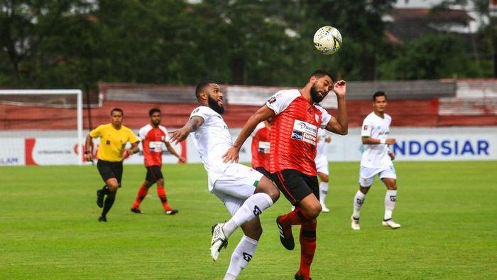 Persipura Jayapura kalah 1-3 dari Kalteng Putra. (Foto: Andreas Fitri Atmoko/Antara)