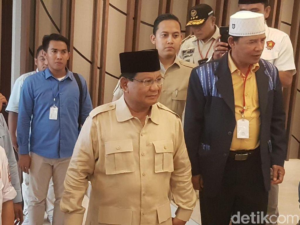 Tonton Debat di Rumah, Prabowo Tunggu Kedatangan Sandiaga