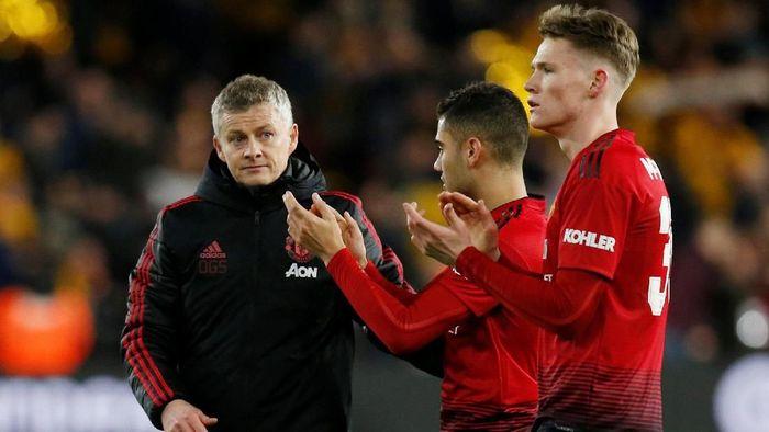 Manajer Manchester United, Ole Gunnar Solskjaer, bersama Andreas Pereira dan Scott McTominay. (Foto: Andrew Yates/Reuters)