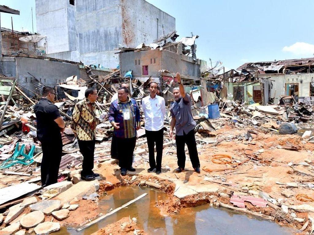 Jokowi Tinjau Lokasi Bom Bunuh Diri di Sibolga