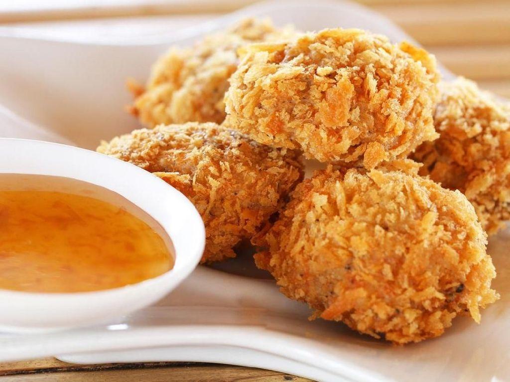 Mumpung Ayam Murah, Bikin Bekal Bola Ayam Renyah Ini
