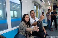 Mencari Sinyal Internet di MRT Jakarta