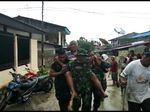 Drama Petugas Berjibaku Evakuasi Korban Banjir Bandang