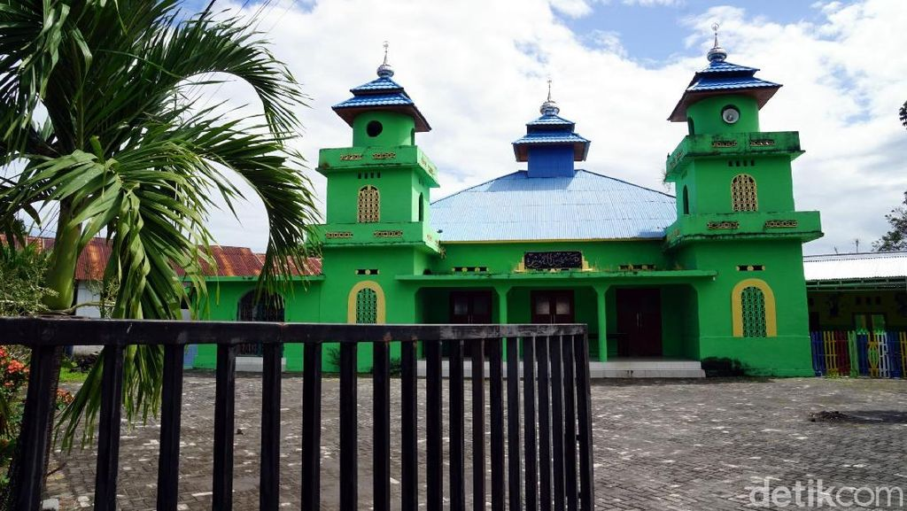 Foto: Masjid Tertua di Bitung yang Penuh Sejarah