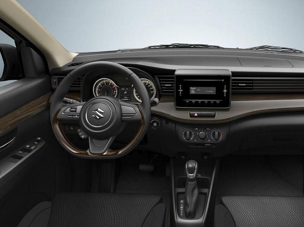 Interior Suzuki Ertiga Serba Hitam