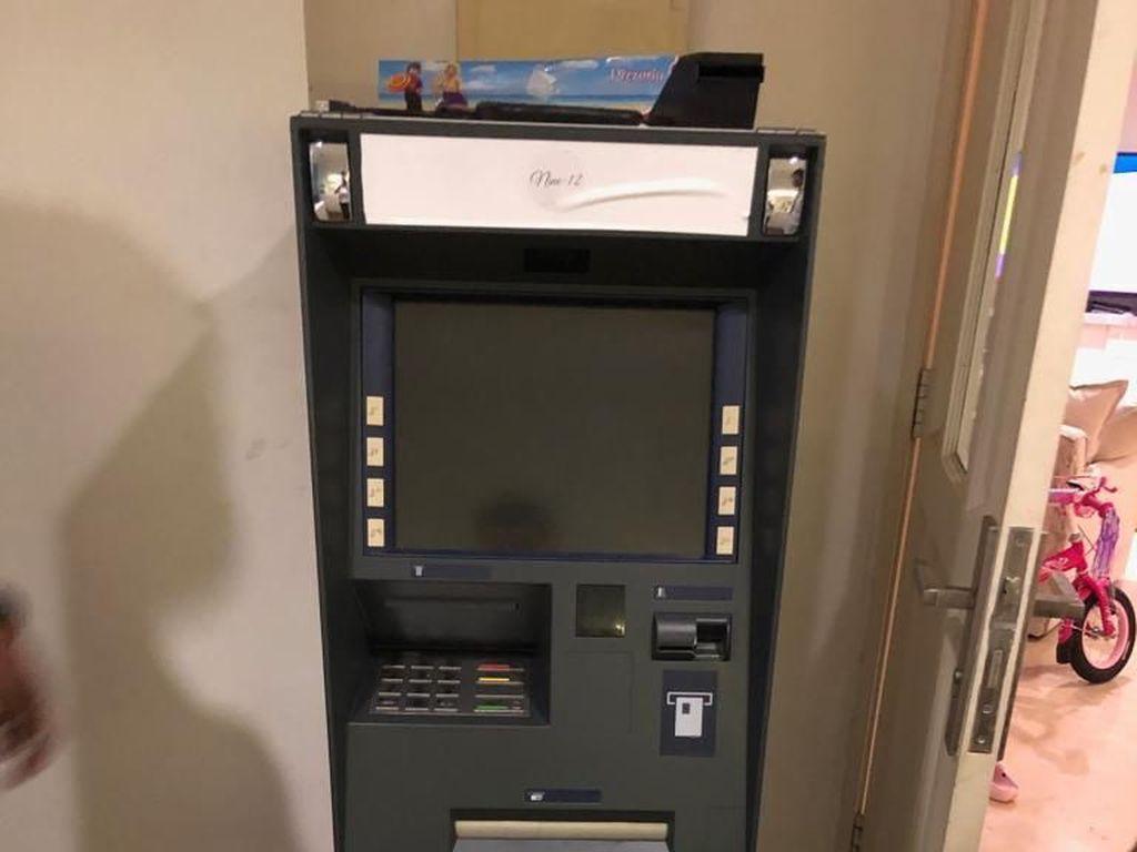 Ada di Kamar Ramyadjie, Bolehkah Mesin ATM Dimiliki Pribadi?