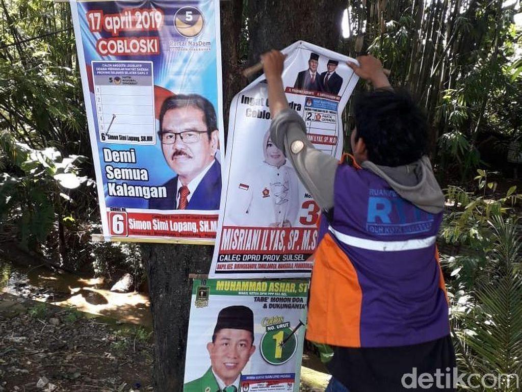 Seribu Baliho Caleg dan Capres di Makassar Dicopot