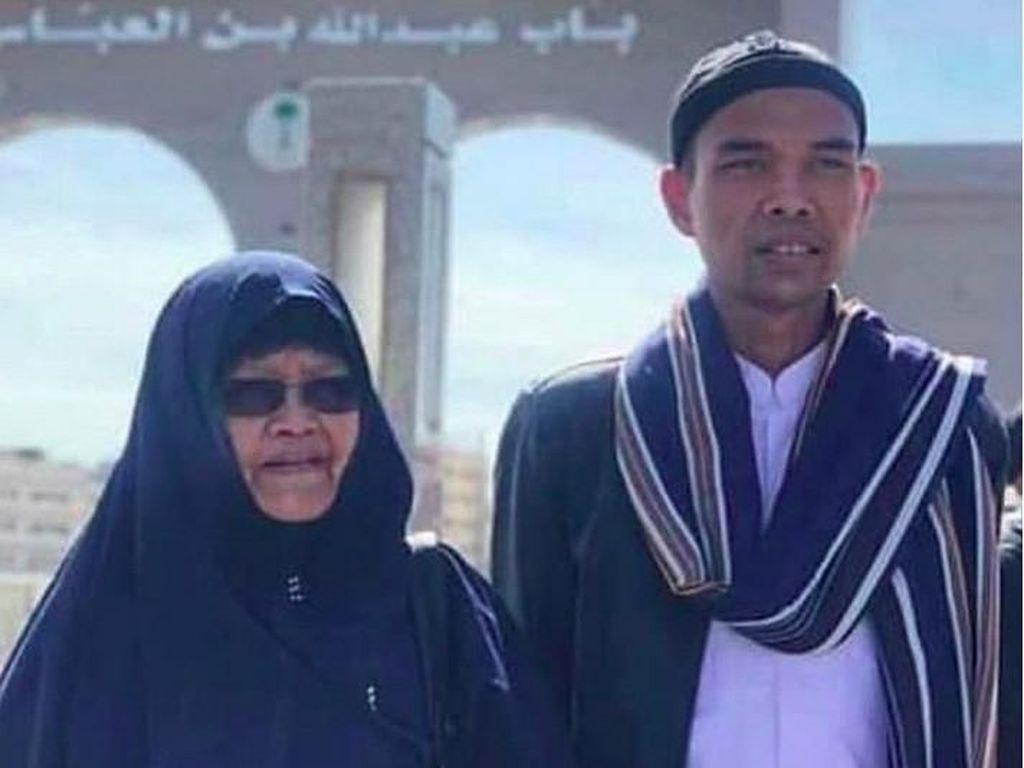 Jenazah Ibunda Ustaz Abdul Somad Dibawa ke Medan untuk Dimakamkan