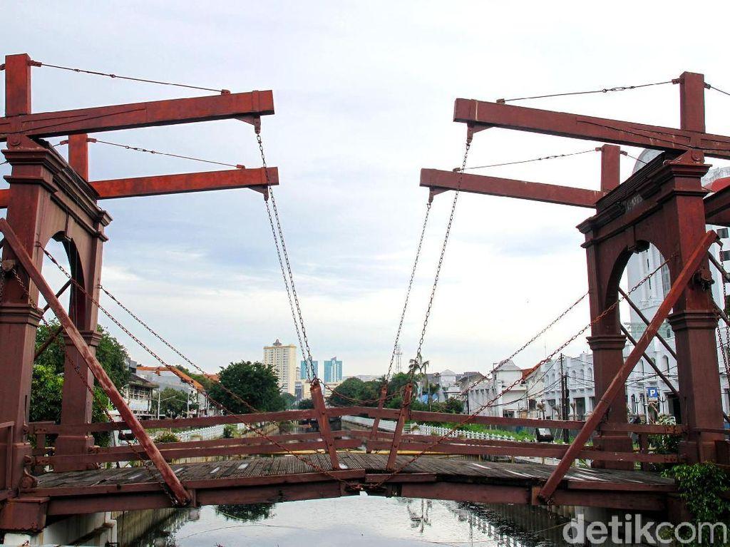 6 Wisata Sejarah Antimainstream Terbaik Jakarta, Ada Jembatan Tertua di Indonesia