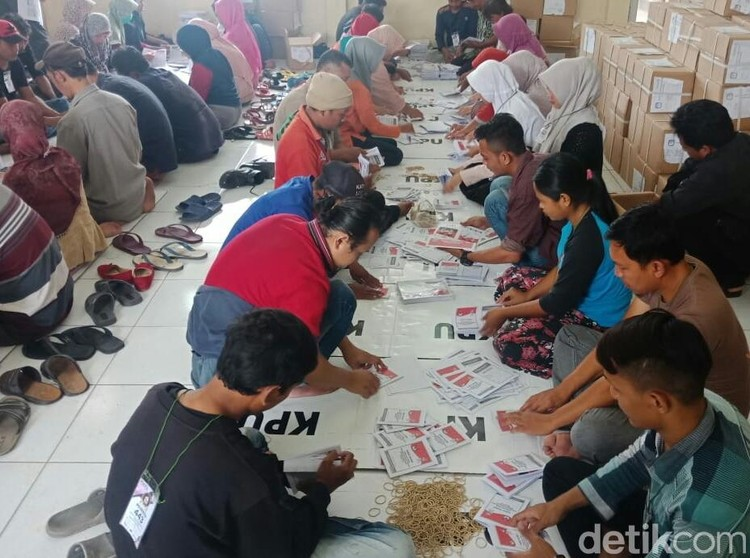 6 Ribu Lebih Surat Suara Pilpres di Cirebon Rusak