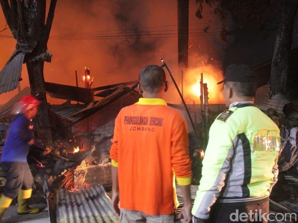 Puluhan Kios di Pasar Legi Jombang Terbakar