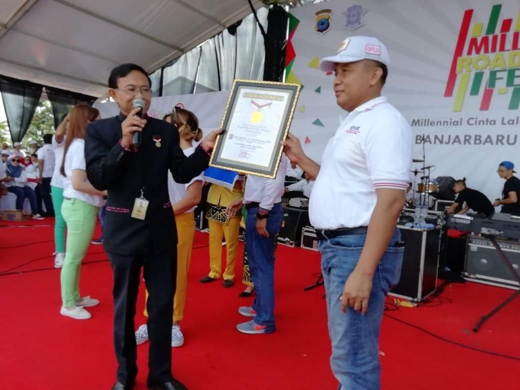 Gelar Layanan SIM Keliling 72 Jam Nonstop di MRSF, Polda Kalsel Raih MURI