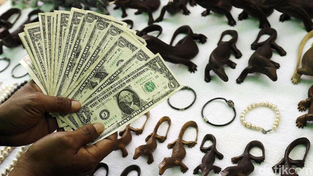 Semarak Penjual Souvernir di Pulau Komodo
