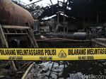 Gudang Air Mineral di PIK Hangus Terbakar