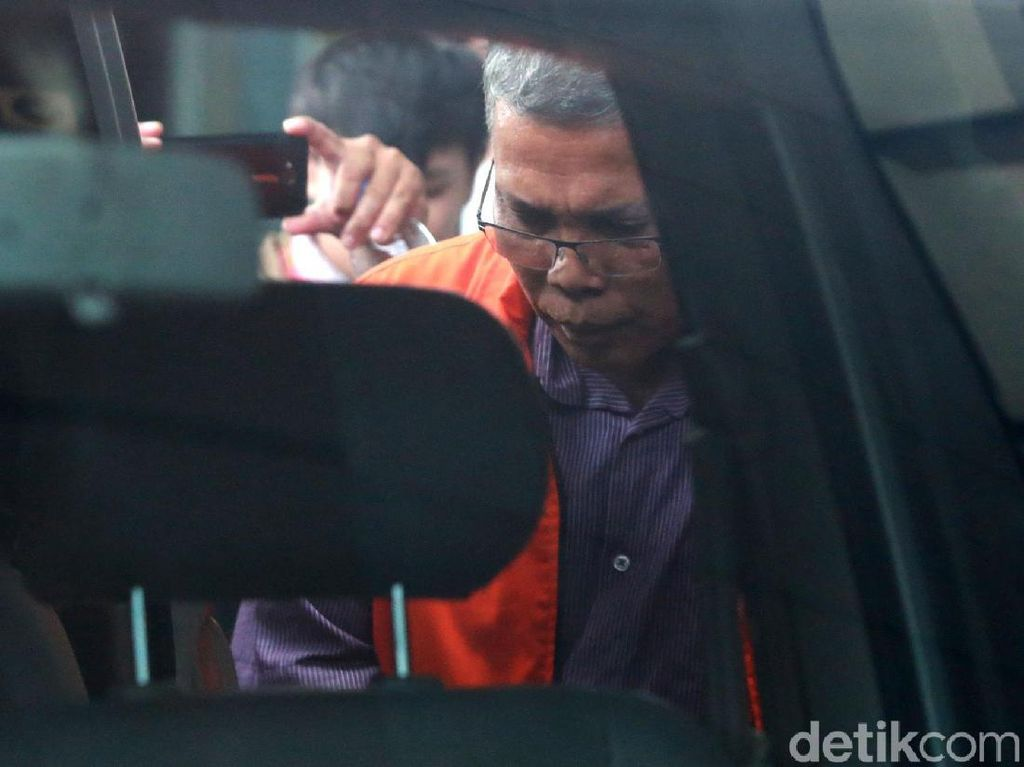 Jaksa KPK Tanya Pejabat PUPR: Anda Simpan Rp 1,3 M di Kamar Mandi?
