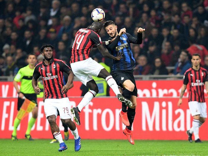 Inter Milan menangi duel dengan AC Milan 3-2. (Foto: Daniele Mascolo/Reuters)