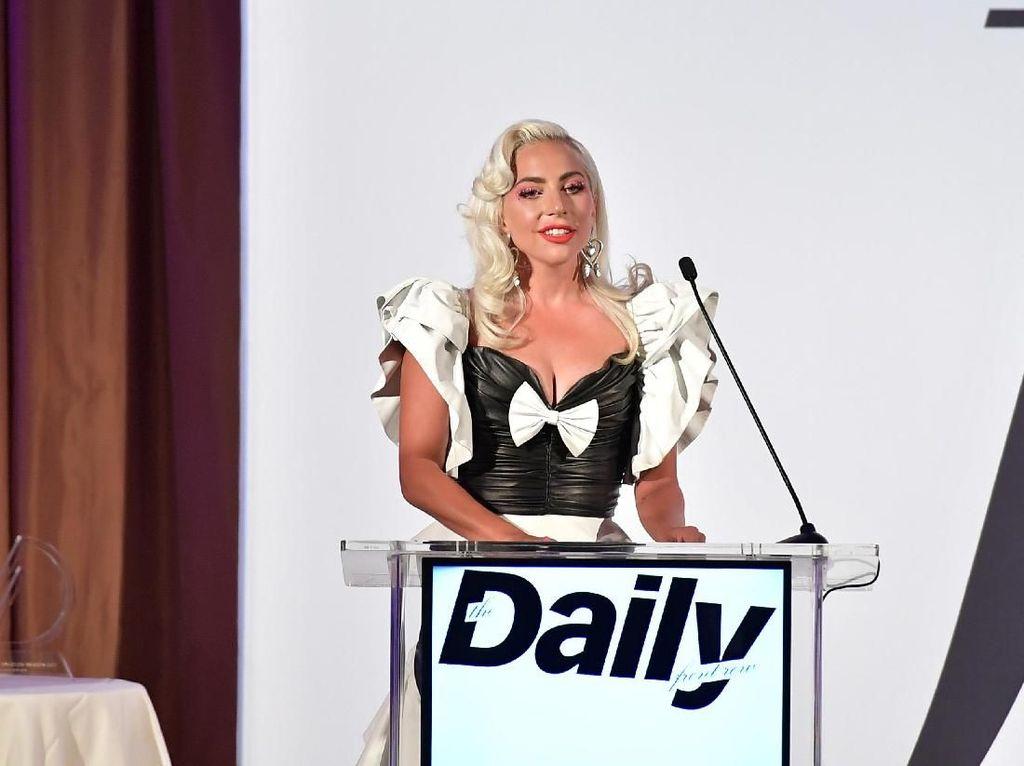 Lagu Milik Lady Gaga dan Ariana Grande Dinilai Ofensif di Singapura