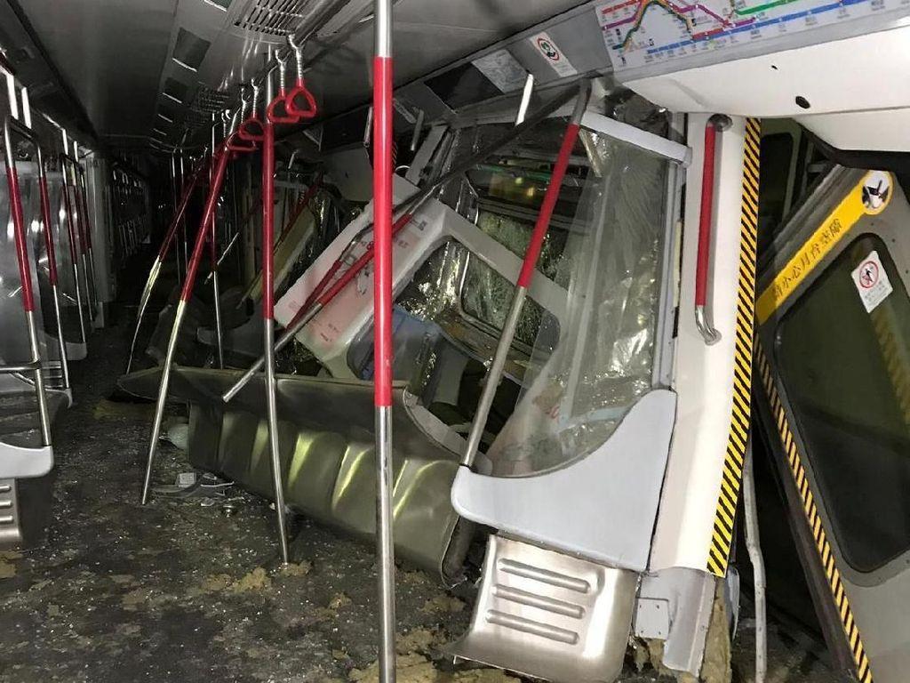 Ngeri! Begini Rusaknya Kereta MTR yang Tabrakan di Hong Kong