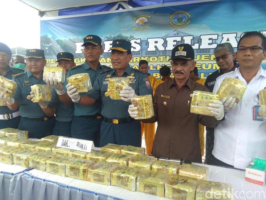 TNI AL Tangkap 4 Kurir di Lhokseumawe, 50 Kg Sabu dan Pistol Disita
