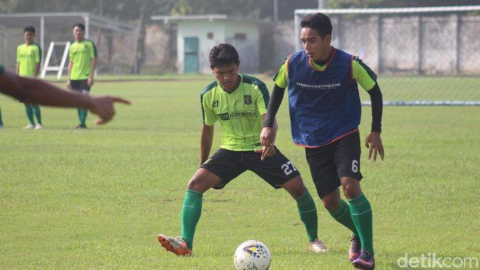 Persebaya Surabaya berlatih di Stadion Jenggolo. (Suparno/detikSport)
