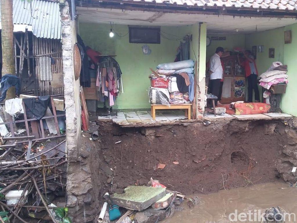 Satu Rumah Rusak Akibat Banjir Bandang di Ujungberung Bandung