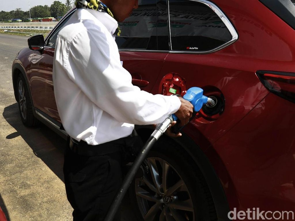 Berita Populer: Isi Bensin Tak Usah Goyang Mobil, Gojek Pakai Motor Listrik