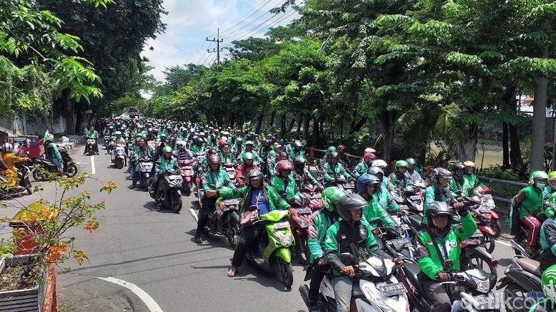 75% Orang Indonesia Tolak Tarif Ojol Naik