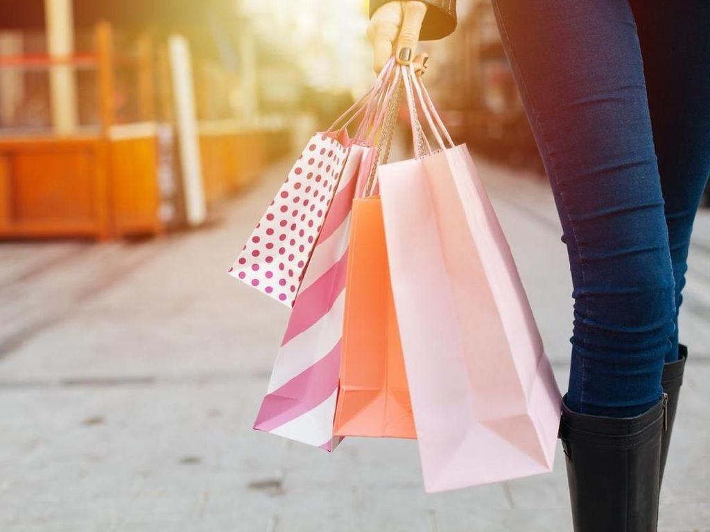 Wanita Ini Donorkan Plasma Darah 2 Kali Seminggu Agar Bisa Shopping