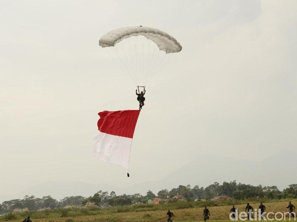 Kopasus Pecahkan Rekor Usai Kibarkan Bendera Merah-Putih Raksasa