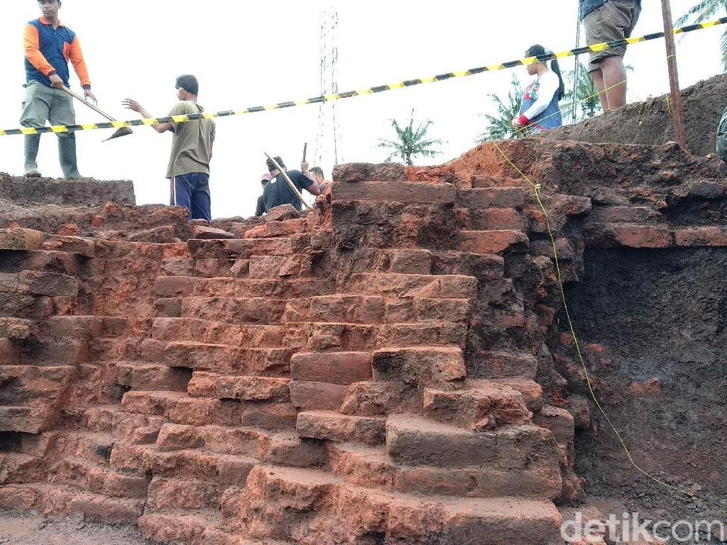 Situs di Tol Pandaan-Malang Menghadap Ke Persemayaman Para Dewa