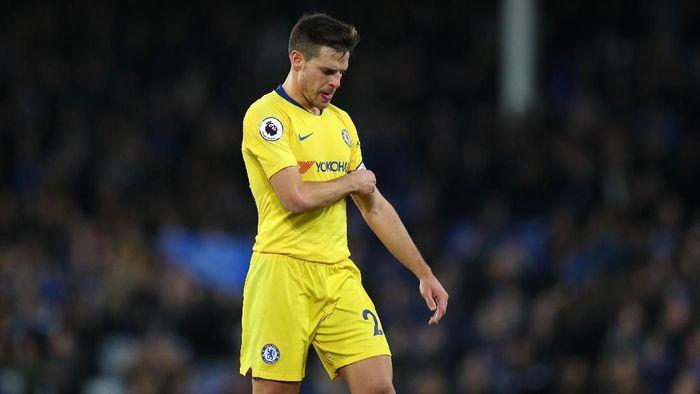 Cesar Azpilicueta tak puas dengan posisi Chelsea di klasemen Liga Inggris saat ini (Foto: Catherine Ivill/Getty Images)