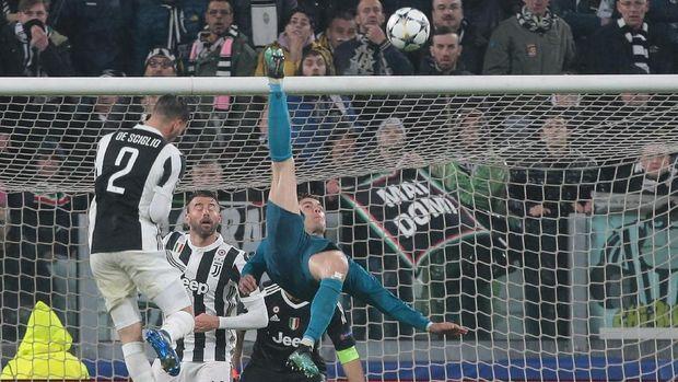 Apa yang Dikatakan CR7 ke Buffon Usai Gol Salto Spektakuler Itu?
