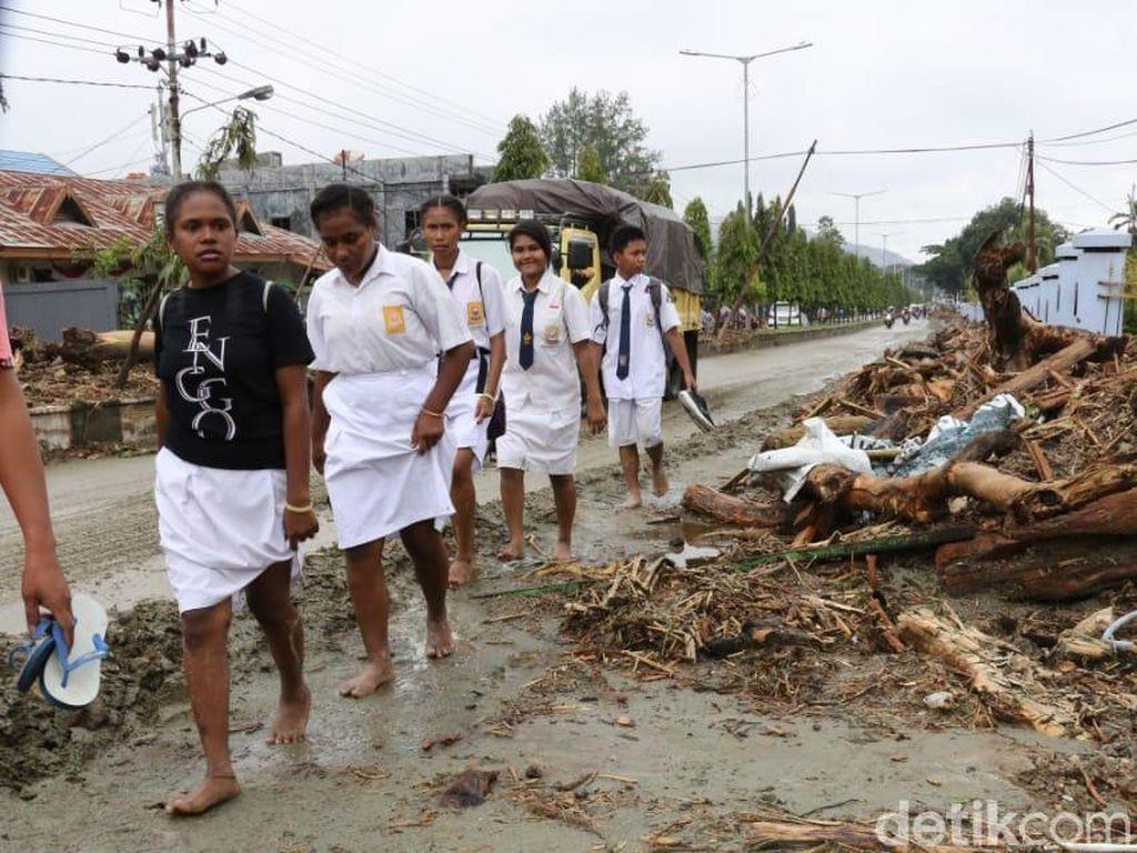 Diare dan ISPA Ancam Pengungsi Banjir Bandang di Sentani