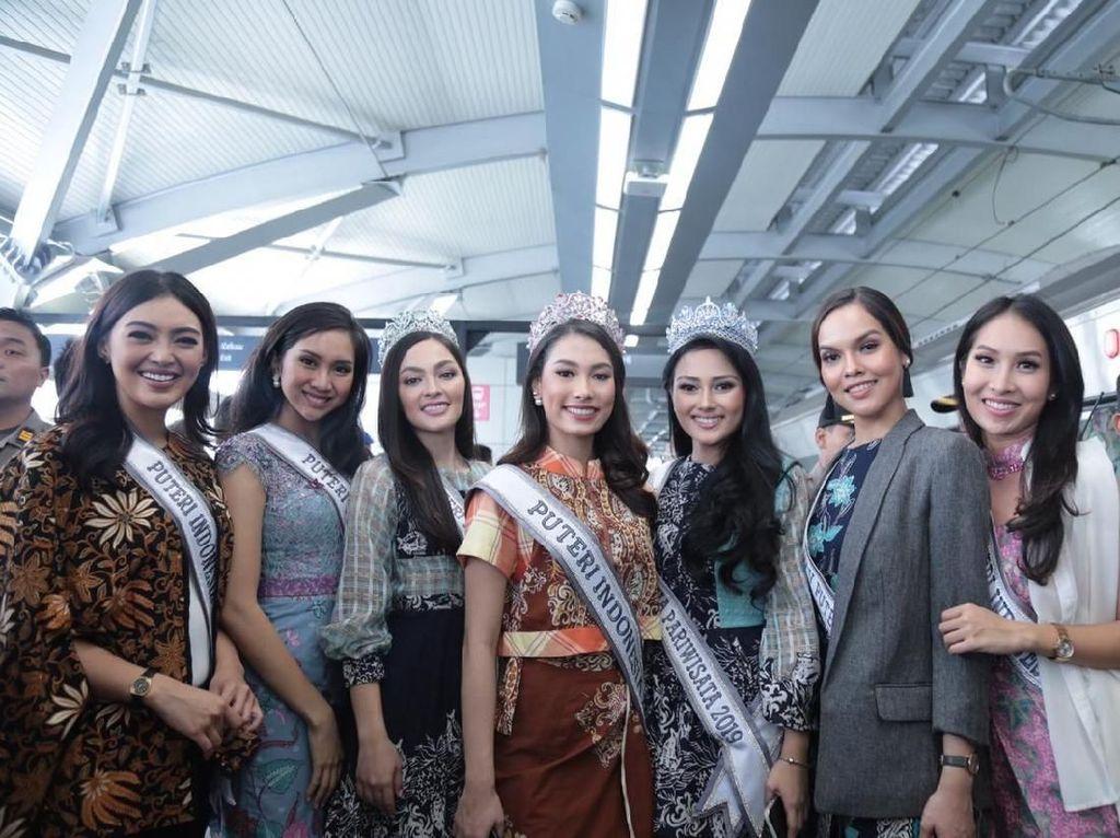 Foto: Cantiknya Puteri Indonesia 2019 Saat Dampingi Jokowi Naik MRT