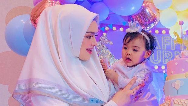 Siti Nurhaliza dan putrinya