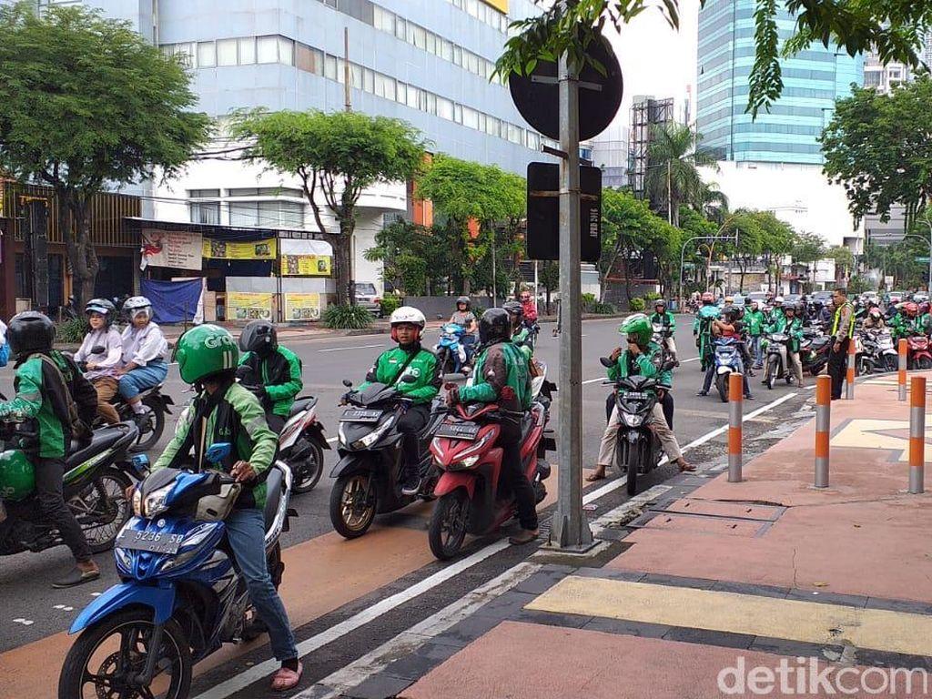Ribuan Ojek Online di Surabaya Turun ke Jalan, Waspadai Rute Ini