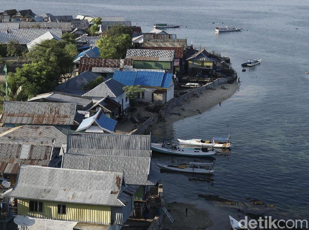 PLN, Warga Pulau Messah Komodo Nantikan Pasokan Listrik