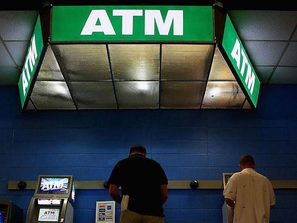 Bank Mana yang Pertama Kali Sediakan ATM di Indonesia?