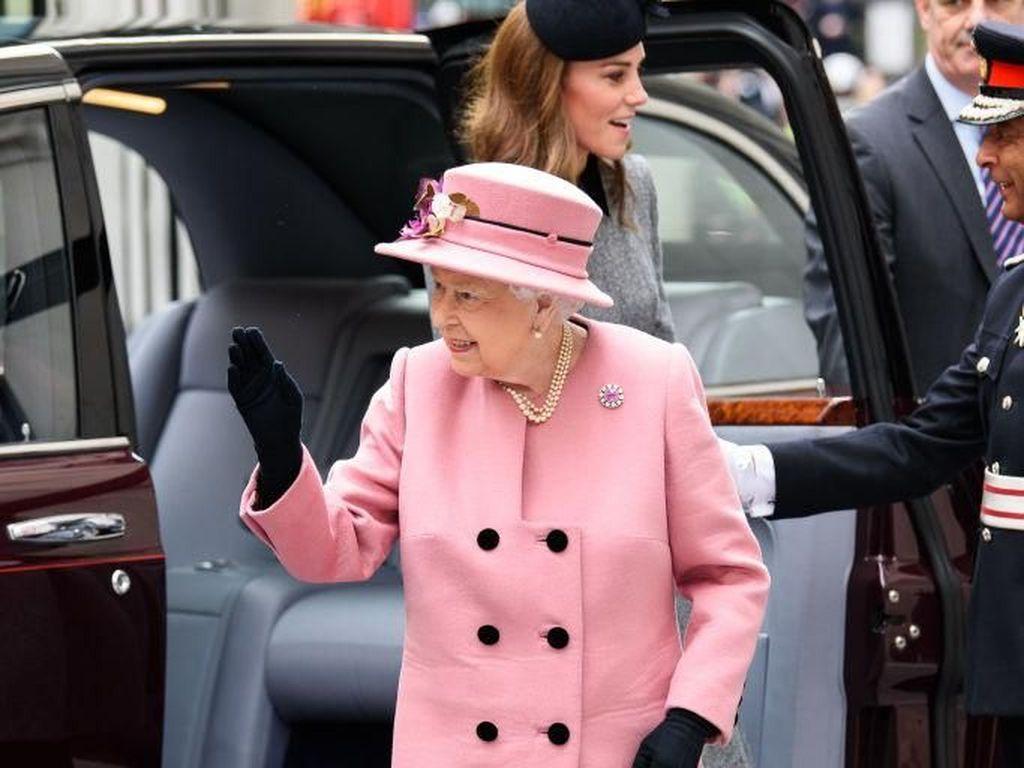 Beda Jokowi Beda Ratu Elizabeth II, Inggris Sempat Ramai karena Hal Ini