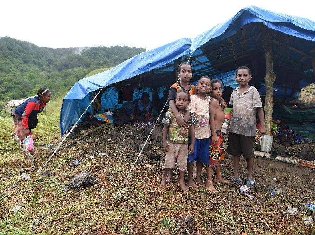 Potret Pengungsi Banjir Bandang Sentani di Bukit Harapan