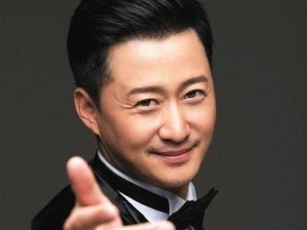 Potret Aktor China 44 Tahun yang Dinobatkan Jadi Pria Tertampan di Asia