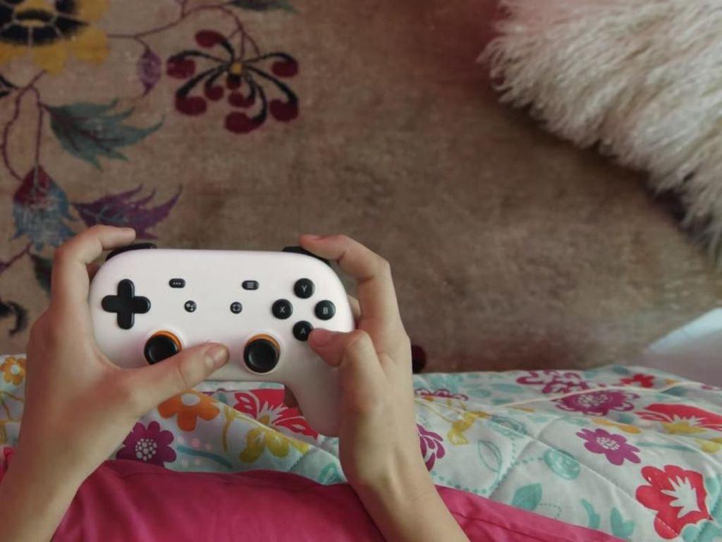 Gamepad Google Stadia Gabungkan Desain Controller Xbox dan PS